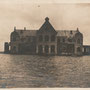 Unbekanntes Schloss an der Aa bei Hochwasser - Kurland, Lettland (März 1917)