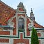 Trautenau - Trutnowo, Ostpreußen - Polen (2020), verzierte Giebel und Jugendstilfenster