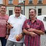 Foto: Andreas Ender | iG Mitglieder Markus, Peter und Bernie mit Bier, Kaffee, Cola und Wurstsemmel
