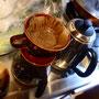 ゆっくりとコーヒーを淹れる