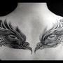 タトゥー B&G 背中 目 鳥 対