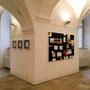 Ausstellungsansicht AUS PRINZIP, Objekte: Christine Ott, Malerei: Monika Humm