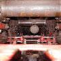 Blick durch das Fahrwerk mit dem wieder angebautem Bremsgestänge