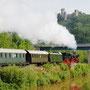 Mit einer herrlichen Dampffahne fährt der Zug in Pelm an der Kyll entlang - Foto: Jörg Petry II