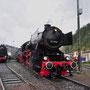 Mit einem Pendelzug vom Bahnhof hat die Lok das Betriebswerk erreicht - Foto: Robert Hildebrand