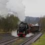Nach dem Umsetzen verlässt die 52 mit ihrem Güterzug Ulmen Kessel voraus in Richtung Gerolstein I