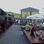 Anheizparty im Biergarten des Lokschuppens am Vorabend der Fahrten - Foto: Heiner Neumann II