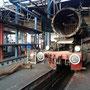 Neben der Maschine liegen die beiden Einströmrohre der Zylinder - Foto: Norbert Rademacher