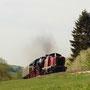 V 100 2299 schleppt den Zug bei Dahlem den Schmidtheimer Berg hinauf