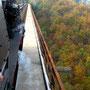 Der Zug in 107 m Höhe über dem Tal der Wupper I