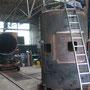 Die zur Ausführung der Instandsetzungsarbeiten senkrecht gestellte Rauchkammer - Foto: EWK