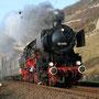 Wenig später rauscht der Zug bei Lorch in Richtung Rüdesheim - Foto: Hagen Schilder