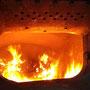 Blick in den Brennraum bei geöffneter Feuertür