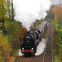 Der Zug in flotter Fahrt zwischen Wuppertal-Ronsdorf und Remscheid-Lüttringhausen - Foto: Armin Gerhardts