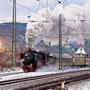 Mit prächtiger Abdampfwolke verlässt 52 6106 eindrucksvoll Oberlahnstein - Foto: Joachim Francini II