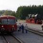 Ein Schienenbus aus Richtung Daun kommend bei der Einfahrt Ulmen - Foto: Achim Müller