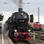 Abfahrbereit auf Gleis 14 steht der Zug mit Ziel Bad Herrenalb - Foto: Robin Asiédu
