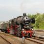 Mit der Filmcrew im Zug steht 52 6106 abfahrbereit im Gerolsteiner Bahnhof - Foto: Jörg Petry I