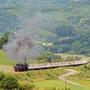 Dampfgeführt geht der zweite Teil des Egger-Shuttles auf den Weg nach Ulmen, aufgenommen bei Rockeskyll