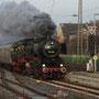 Am Morgen rollt 52 6106 auf der Überführung von Brohl nach Koblenz in den Bahnhof Weißenthurm - Foto: Rüdiger Balhar