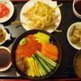 ボリビアの日本食の名店けんちゃんのトゥルーチャ(鱒)のちらし寿司定食。