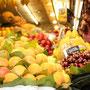 スペイン・バルセロナ・サンジュセップ市場のフルーツ屋さん。