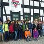 Gruppenbild vor dem Rüstzeitheim des CVJM in Schneeberg