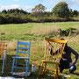 Préparatifs de l'installation - Flavie Barberousse aux chaises / crédit photo : Vaste et Vague