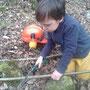 Dominik sägt, beim Familienarbeitseinsatz im NABU Hang.