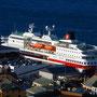 die MS Polarlys - gesehen vom Aksla, dem Hausberg von Ålesund..