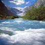 Vor dem Erreichen des Nigardsbre muss der Gletschersee bezwungen werden..
