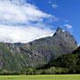 Das Romsdalshorn von fern.