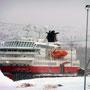 In Kirkenes erwartet uns Frost, Schnee und eisiger Wind.