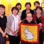 桜井先生が盛り上げ役で得意のマジック。アヒルがウサギに変わります。