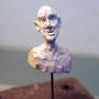 Im eigenen Sockel versenkbarer Gipskopf, Ausstellung bei Sibylle Gut, Lichtensteig (1999)