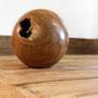 Deko-Kugel (Teakwurzelholz) auf Esstisch