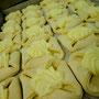 Bäckerei Weißbach › Plunder mit Vanillepudding, fertig zum Backen - Foto: © Devant Design
