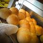 Bäckerei Weißbach › Doppelbrötchen frisch ausgebacken - Foto: © Devant Design