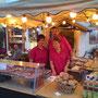 Bäckerei Weißbach Verkaufsteam des mobilen Holzofens beim Stollberger Bauernmarkt 2011