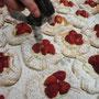 Bäckerei Weißbach › Gelieren der Erdbeeren - Foto: © Devant Design