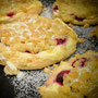 Bäckerei Weißbach › Streuselfruchtschnecke - Foto: © Devant Design