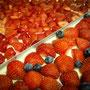 Bäckerei Weißbach › Wir verarbeiten erntefrische Erdbeeren - Foto: © Devant Design