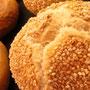 Bäckerei Weißbach › Sesambrötchen - Foto: © Devant Design