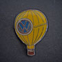 Volkswagen Ballon Pin gelb glasiert