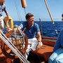 "JFK à bord du U.S. Coast Guard yacht ""Manitou"" (Narragansett Bay, Rhode Island - 26 août 1962)."