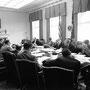 Réunion d'EXCOMM (Maison-Blanche - 29 octobre 1962) (à partir de JFK : McNamara, Gilpatric, le général Taylor, Nitze, Wilson, Sorensen, Bundy, Dillon, RFK, LBJ (caché), l'ambassadeur de l'URSS Thompson, Foster, McCone (caché), Ball, Rusk.