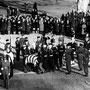 Le cercueil du défunt président est acheminé jusqu'au cimetière militaire d'Arlington.