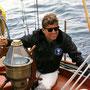 "JFK à bord du U.S. Coast Guard yacht ""Manitou"" (John's Island, Maine - 12 août 1962)."