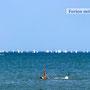 Entspannen beim Schwimmen im adriatischen Meer