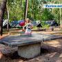 Tischtennisplatte direkt im Camp